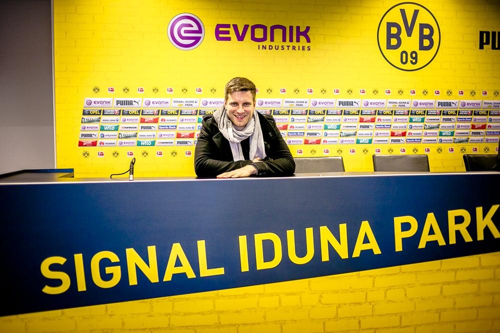 Private BVB Stadiontour im Signal Iduna Park in Dortmund Pressekonferenz Raum