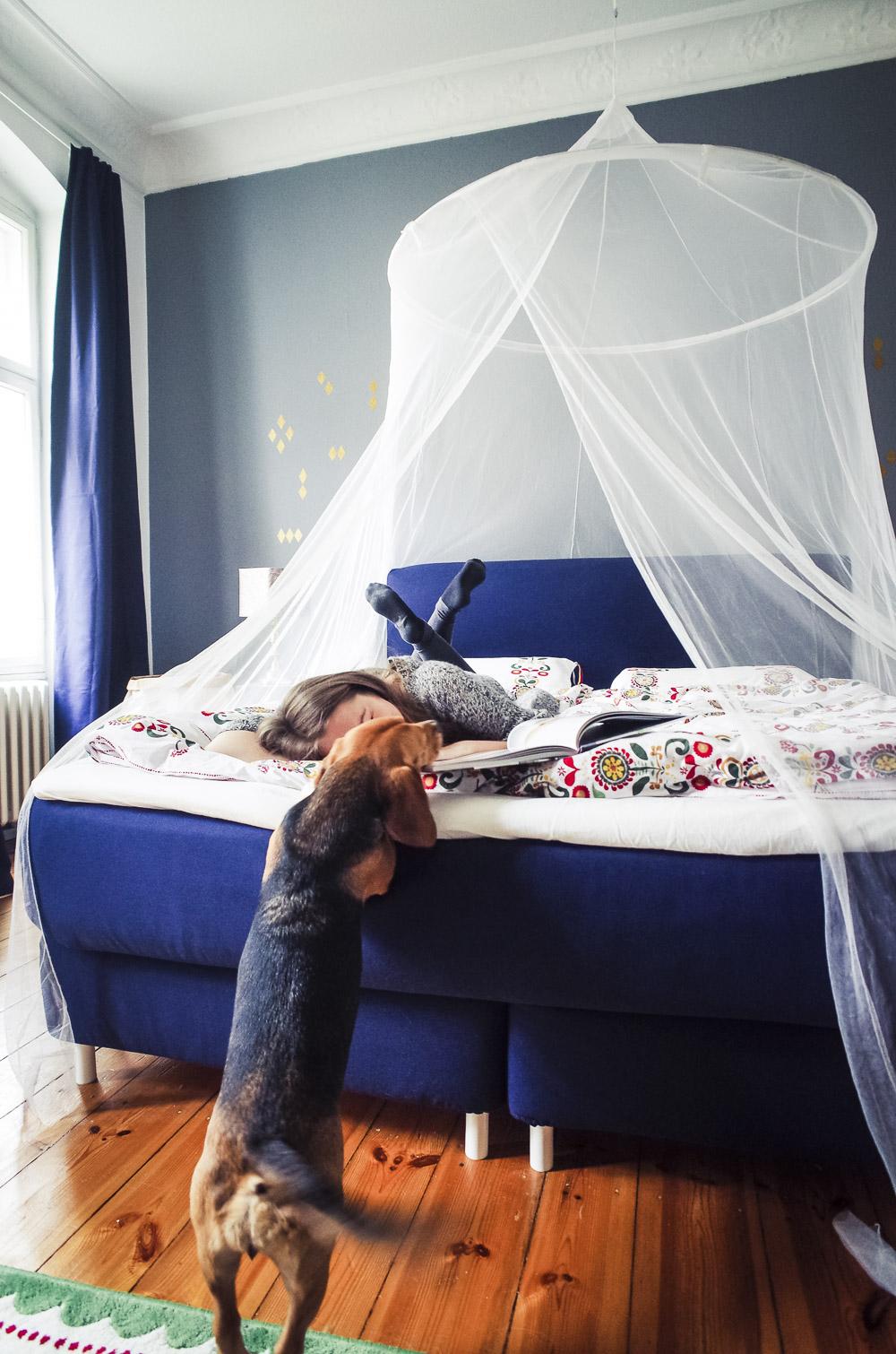 dunkelblaues schlafzimmer ikea schlafzimmer prospekt bettw sche wintermotiv wandfarbe schlamm. Black Bedroom Furniture Sets. Home Design Ideas
