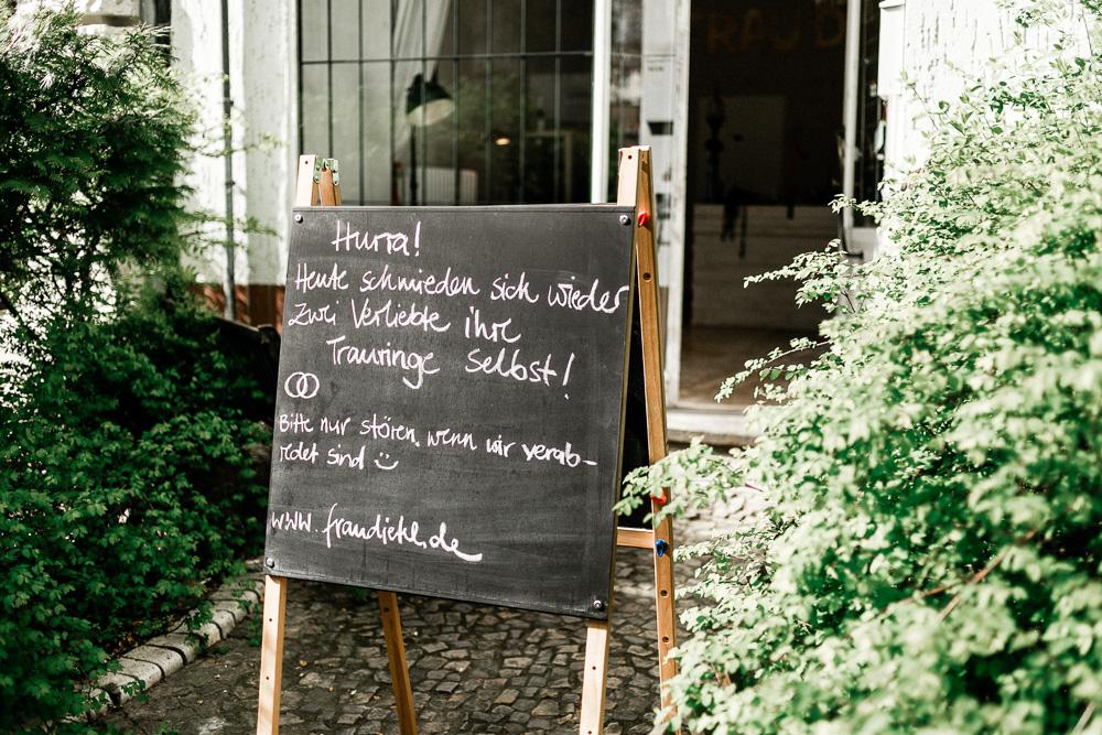 Eheringe selber schmieden Berlin Frau Dietel