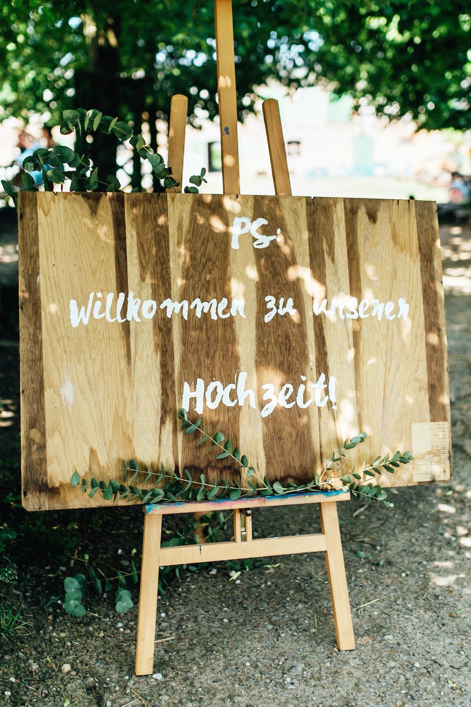 DIY Hochzeits-Willkommensschild