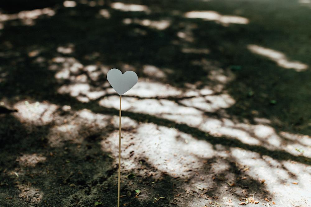 Wegweiser Herzen aus Papier Hochzeit