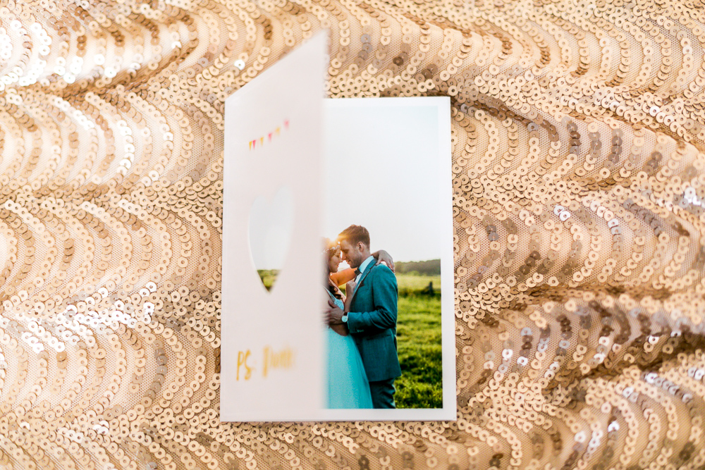 DIY Hochzeitsdankeskarten mit Fotos Herz gestanzt