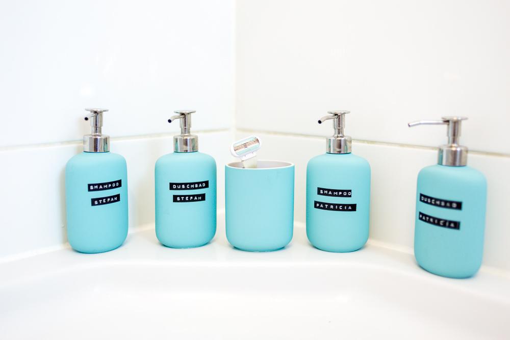 Stauraum für ein kleines Badezimmer – Wir zeigen euch unser neues ... | {Seifenspender holz ikea 70}