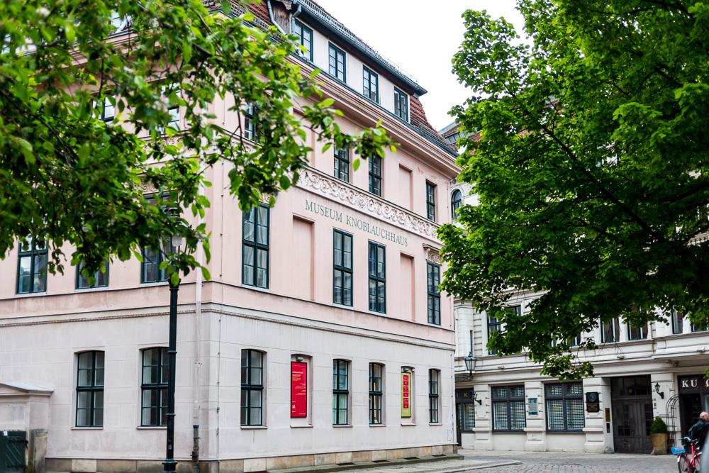 DDR Stadtführung durch Ostberlin Nikolaiviertel Berlin