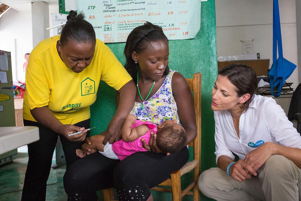 Bilder von Babys, die geimpft werden, spiegeln die allgemeine UNICEF Arbeit in einer Gesundheitsstation/Krankenhaus wider. Diese Bilder dürfen nur restriktiv verwendet werden und sind inhaltlich klar von dem Pampers Engagement für UNICEF abzugrenzen.