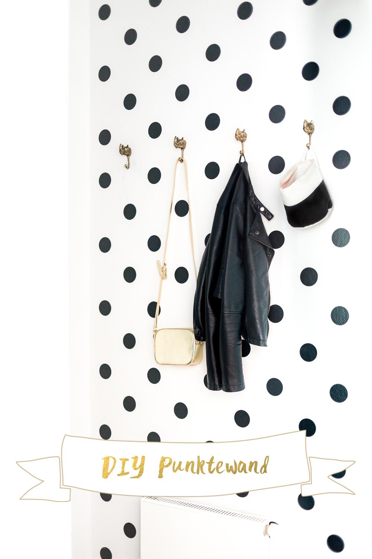 DIY Punktewand Garderobe schwarz weiß