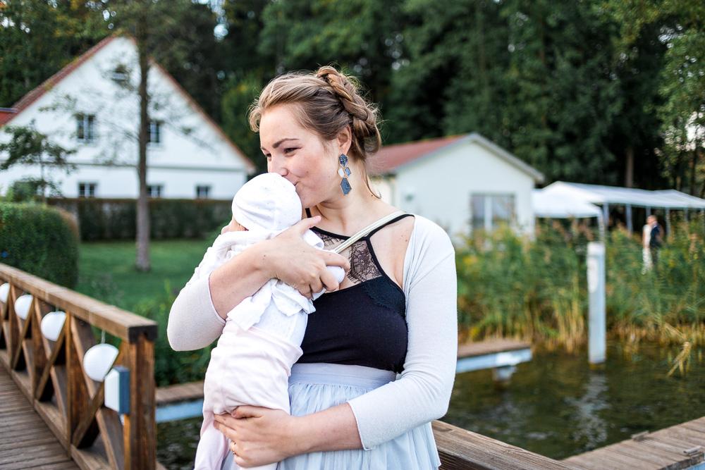 Stilloutfit Hochzeitsgast mit Baby Auf Hochzeit mit Baby