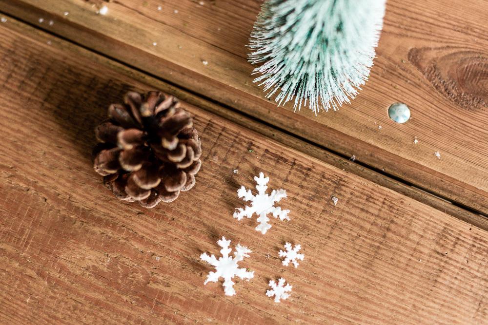 DIY Weihnachtsdeko-Ideen mit Tempo Taschentüchern Schneeflocke