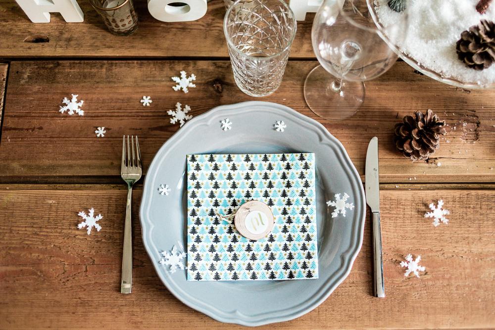 DIY Weihnachtsdeko-Ideen mit Tempo Taschentüchern Schneeflocke Tischdeko