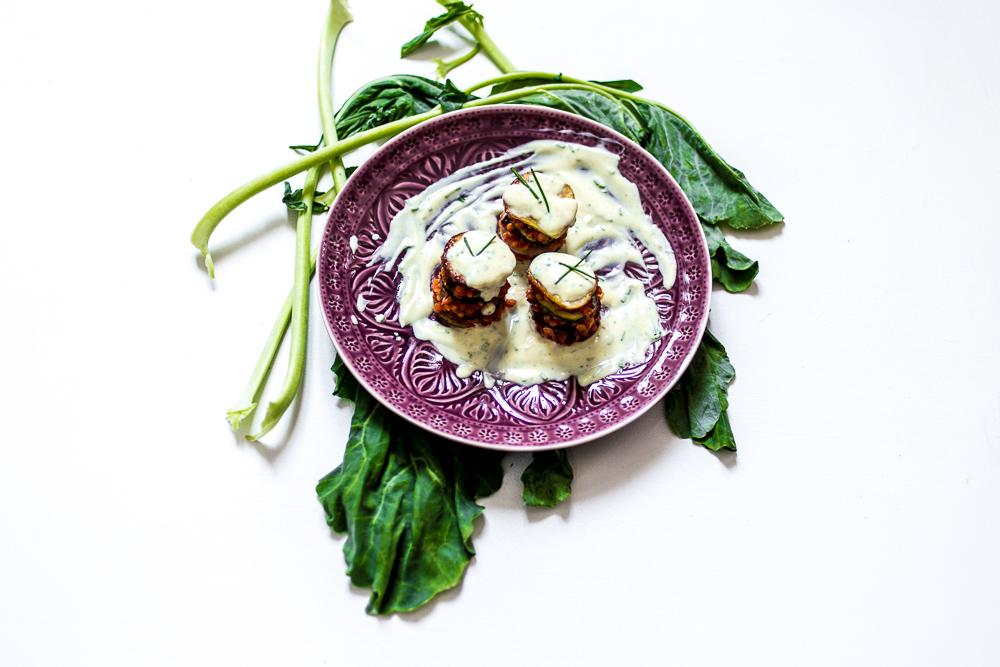 Kartoffel-Kohlrabi-Zucchini-Türme mit Linsenfüllung