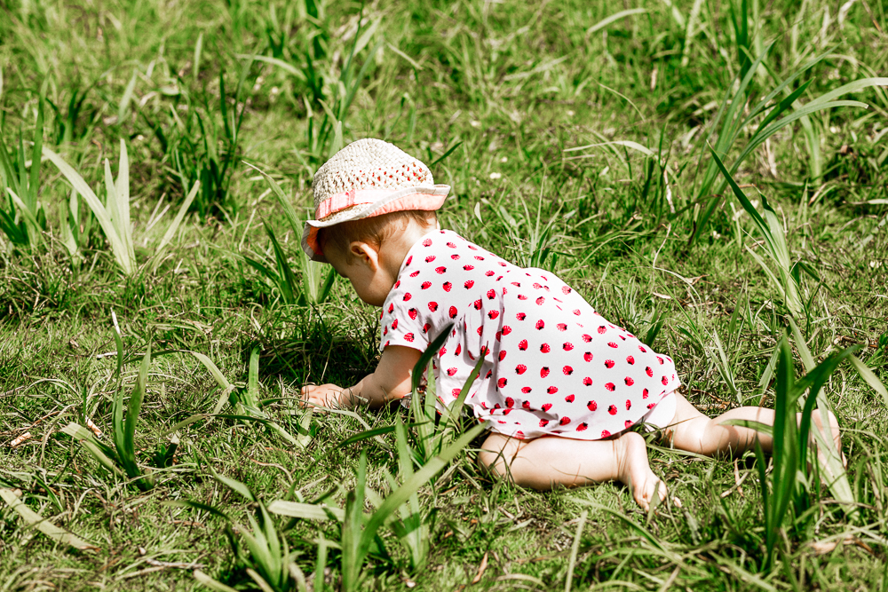 Spielideen für Babys und Kleinkinder im Sommer