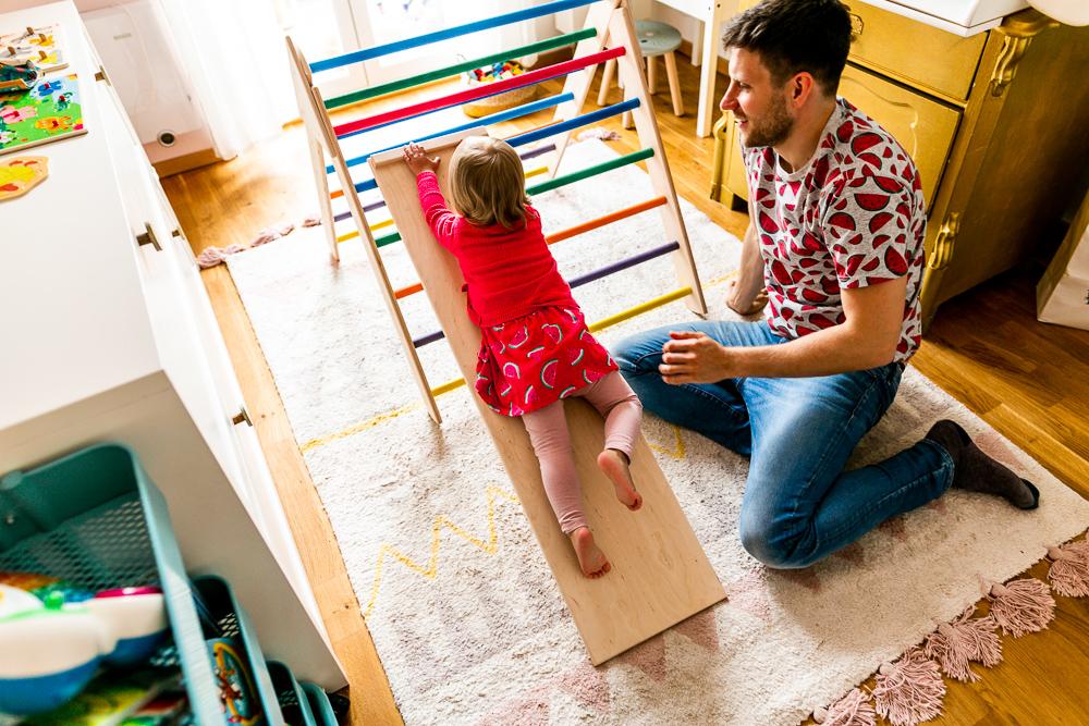 Vertrauen in Kinder haben Pikler Dreieck Spielspecht